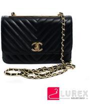 Черная сумочка-клатч из экокожи с ремнем цепочкой